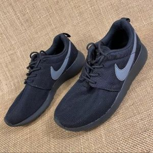Nike Sneakers size 4 Y Youth black